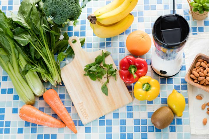 テーブルの上に沢山並んでいる野菜
