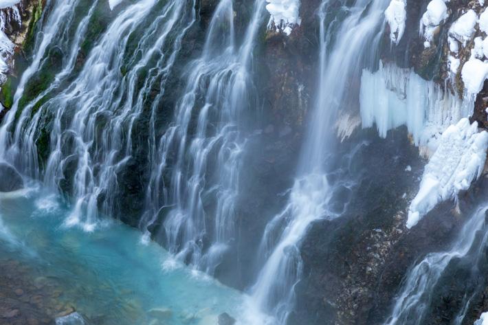 流れ落ちる滝