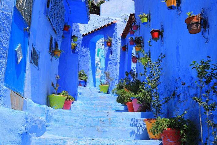 階段のある街中の風景