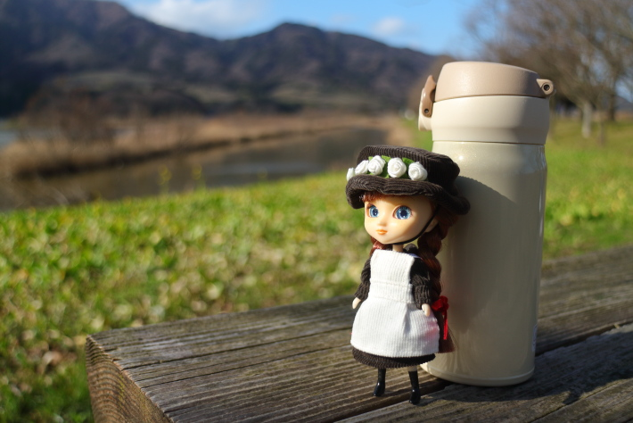 35mmで撮った人形と水筒