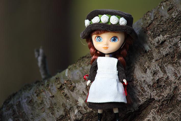 日陰モードで撮った木陰の中の人形
