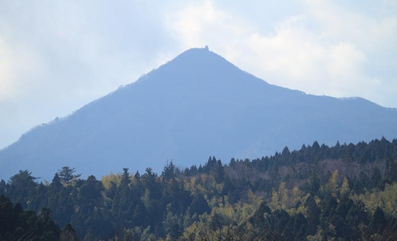 遠方の山と手前の山の重なり